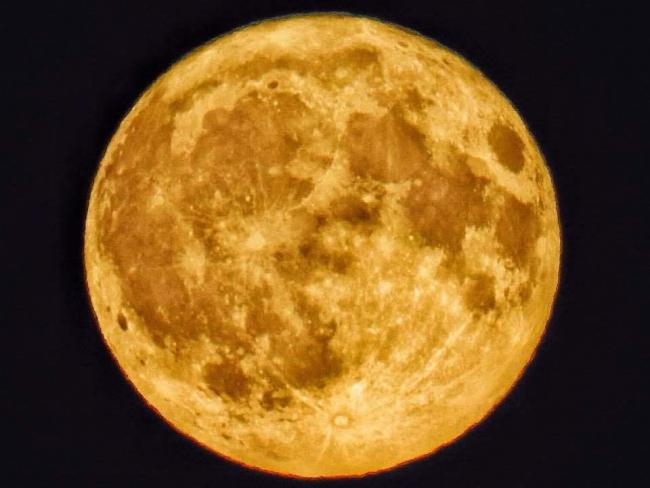Harvest moon: picture by Colin Lennox-Gordon from Echo Camera Club Dorset
