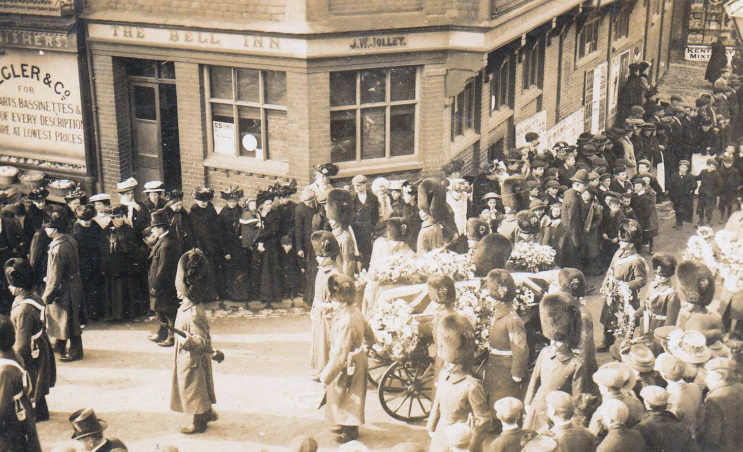 The funeral of Lieutenant Napier Burnett Lindsay passing through Wantage on February 15, 1909..