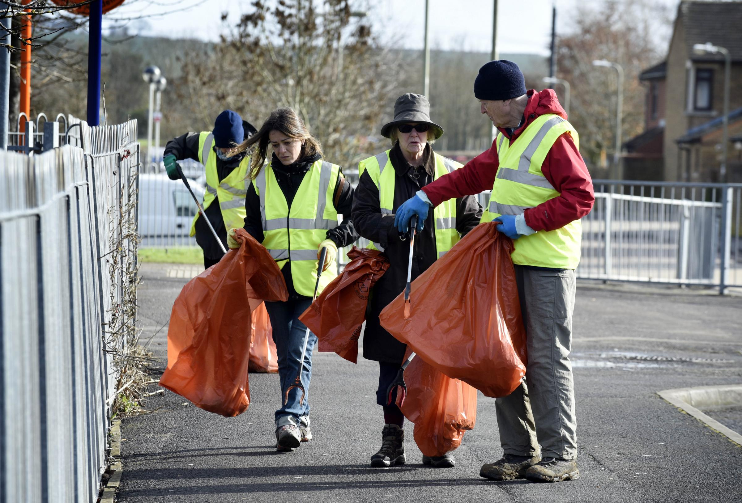 OxClean litter pickers ready to search the streets in and around Dunnock Way for any rubbish..L-R, Cassandra Marino, Rosanne Bostock and Hugo Brunner, President of the Oxford Civic Society, out on street picking litter..