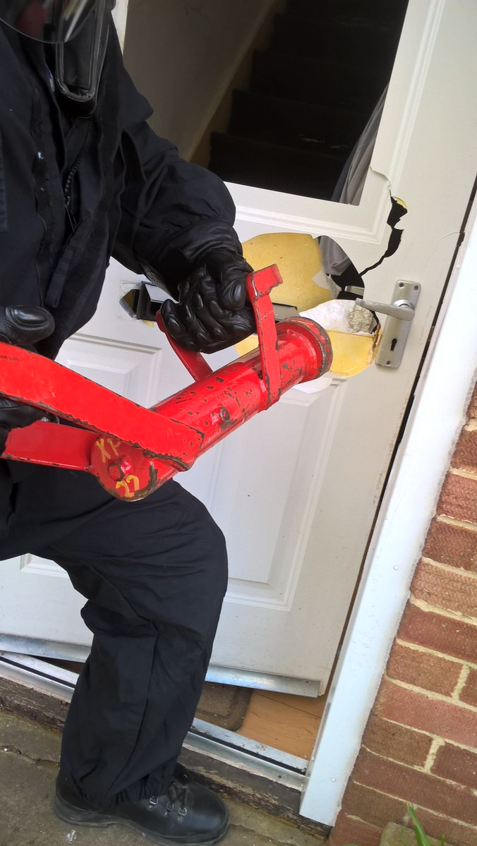 Police storm Wantage home as part of drugs clampdown