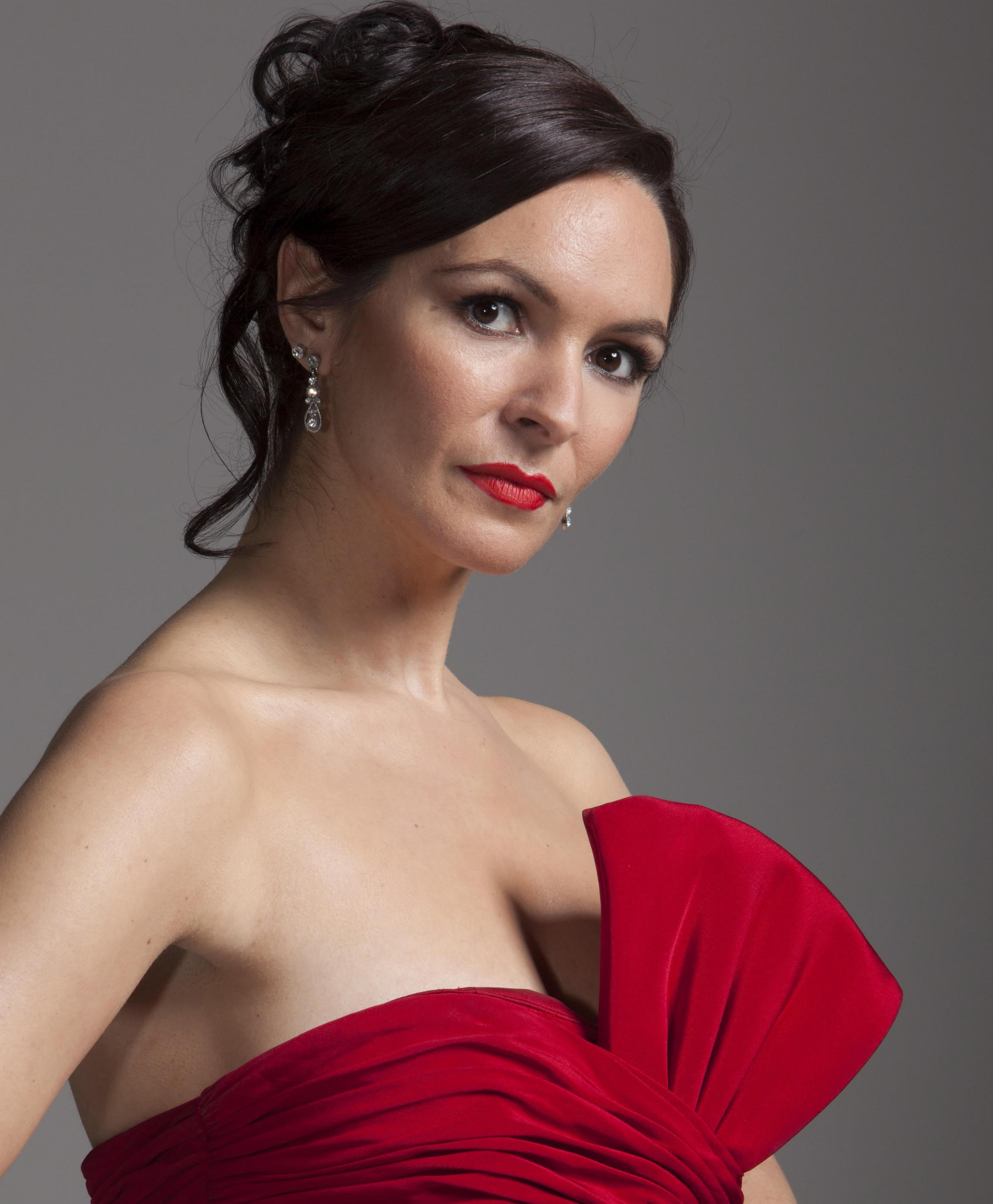 Mezzo-soprano Hannah Pedley sings the title role in Carmen at the Oxford Playhouse