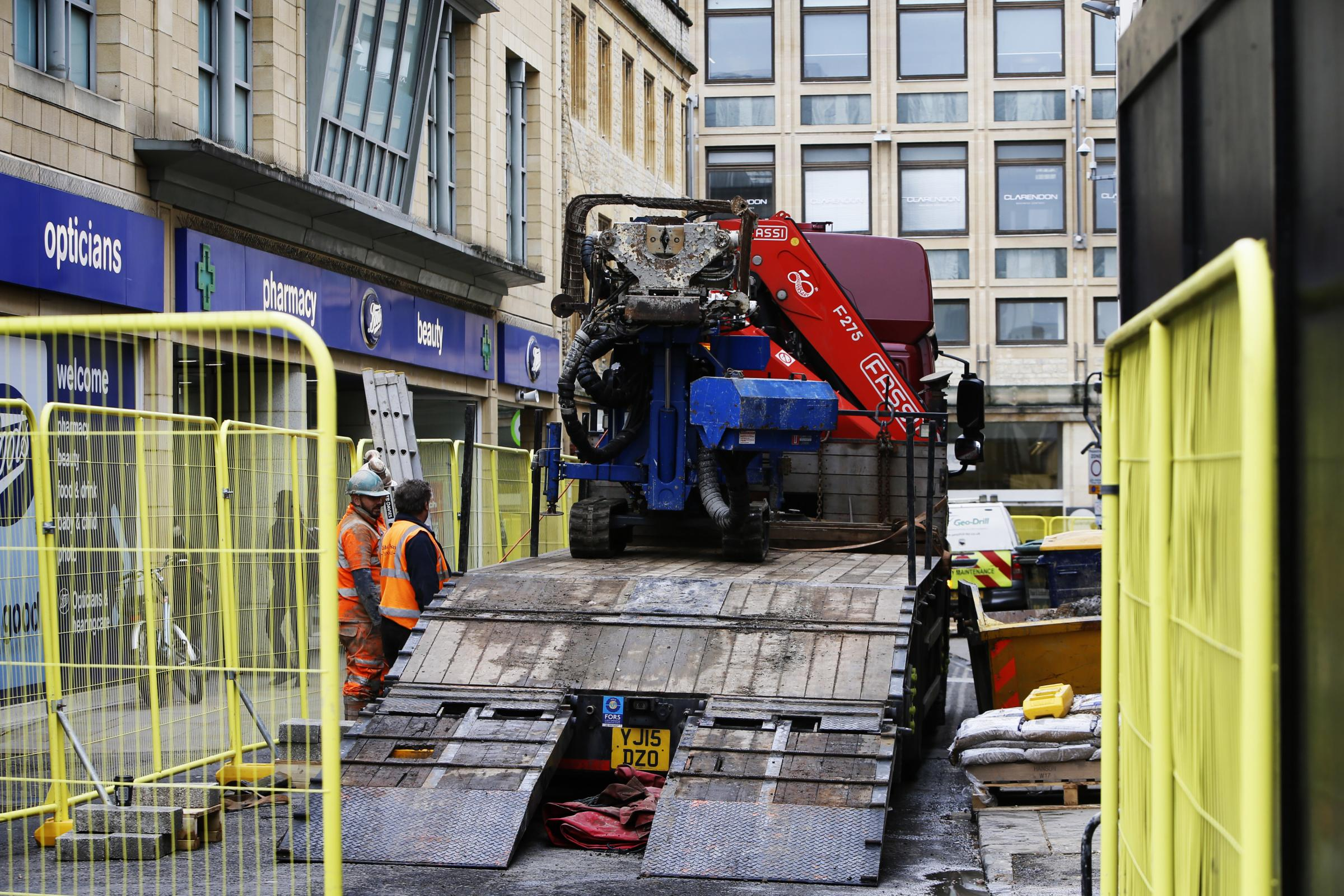 074598397bcc CONSTRUCTION lorries are now being driven into Cornmarket in Oxford as work  is stepped up on a £36m scheme to create new shops and student  accommodation.