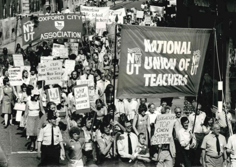 Teachers and supporters marched through Oxford on their way to demonstrate at County Hall in July 1977